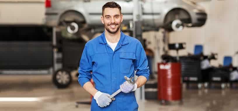 mechanic advising on aircon regas price